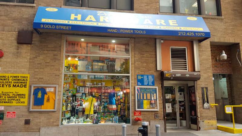 Fachada de una de las ferreterías que hay en Nueva York: Dick's Hardware.