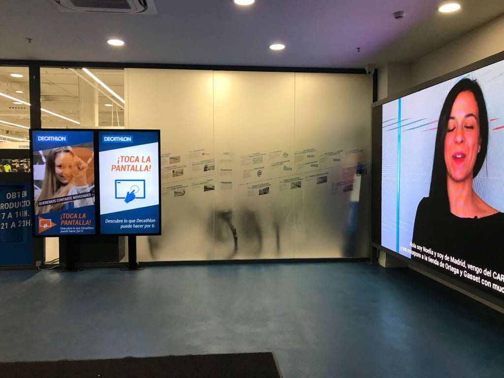 Hall interactivo del nuevo Decathlon de Ortega y Gasset