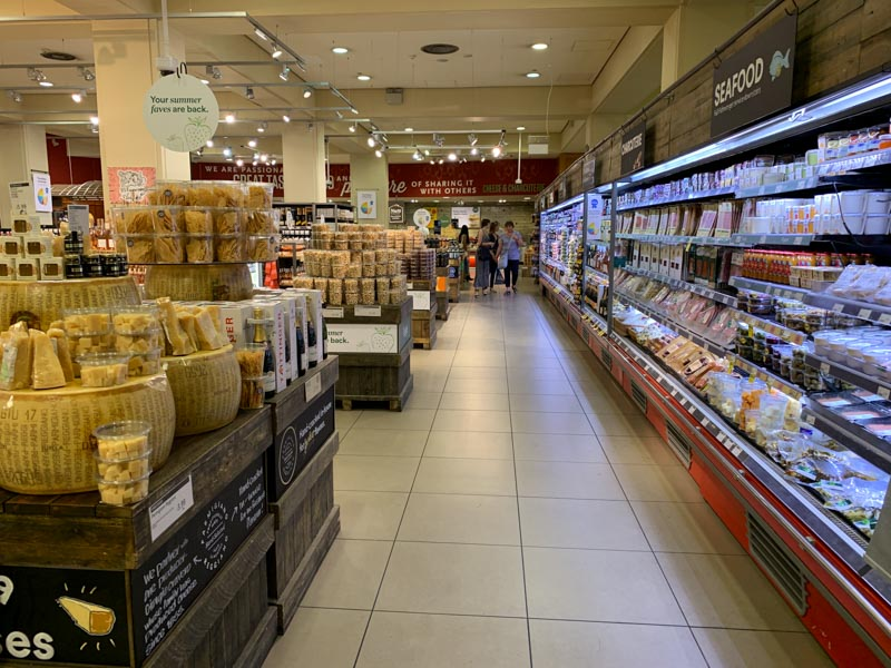 Pasillos amplios en Whole Foods