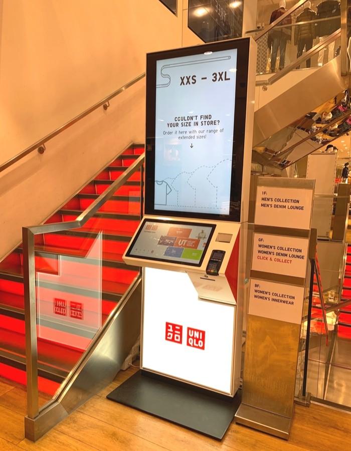 Kiosko virtual para pedir tallas en Uniqlo