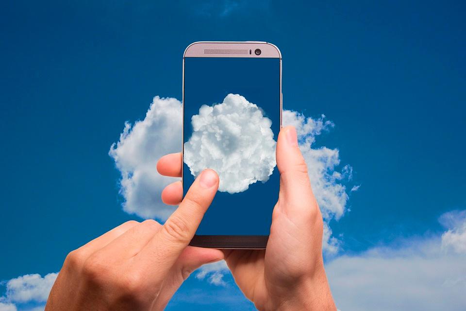 El teléfono móvil, herramienta universal, también para el trabajo de los profesionales.