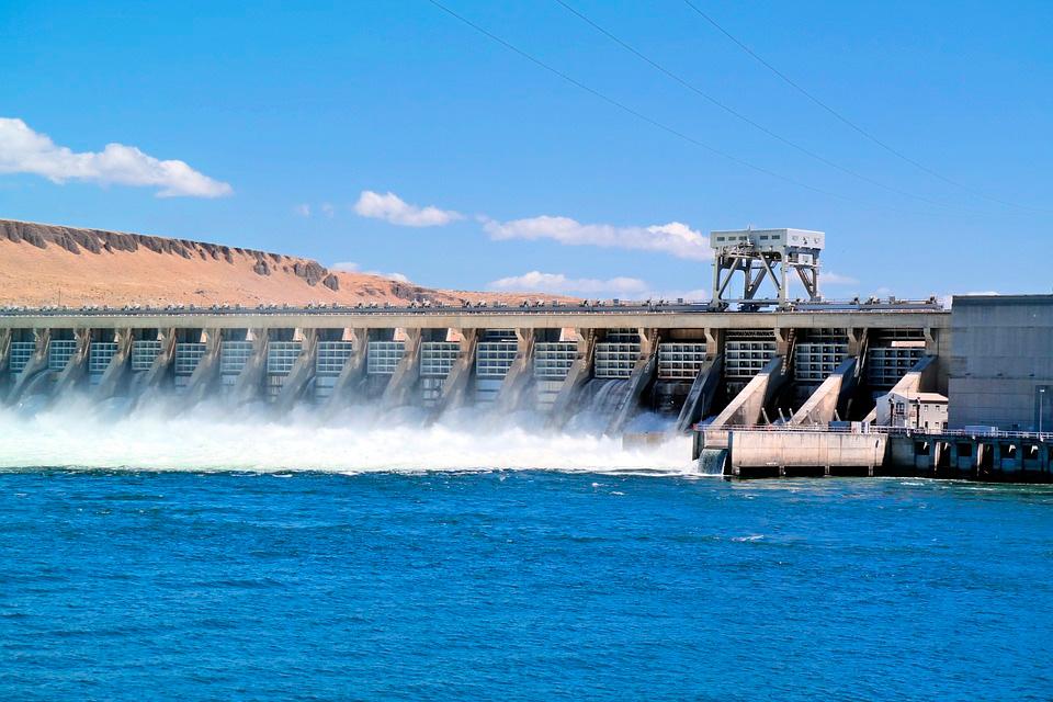 La energía hidroeléctrica es una de las más importantes para varios países, como Uruguay.