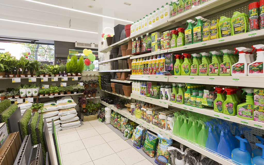 Ferretería verde. El mundo de la planta es un gran atractivo para el punto de venta.