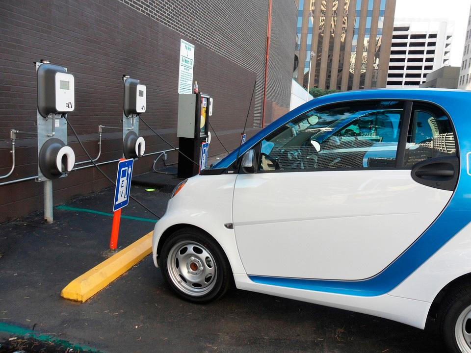 Las baterías eléctricas son imprescindibles para el avance del vehículo eléctrico.
