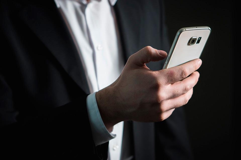 Para muchas personas hacer una llamada de teléfono no es útil, pero sí lo es mirar el smartphone de manera permanente.